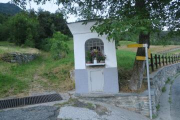 il sentiero per Ponteille che inizia in cima al paese di Charvensod