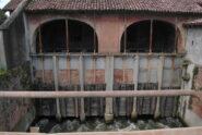 L'edificio di presa e le paratie del Roggione di Sartirana