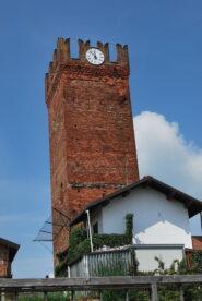 La Torre dei Visconti, a Palestro scendendo al Sesia