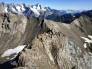 Colle di Malatrà a Nord della prima cima con evidente traccia dell'Alta Via 1.