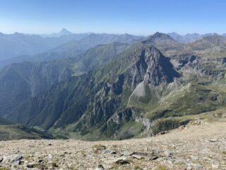 Vista su Viso e cascata del Pis dalla cresta finale