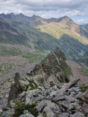 vista della cresta integrale quando ormai con facile camminata andavamo a incrociare il sentiero