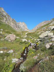 Il Colle di Malanotte, che non bisogna raggiungere, dai pressi del bivio per il Colle Superiore di Malanotte.