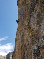 Verso la fessura su roccia grigia, le ultime difficoltà
