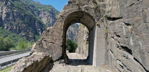 Donnas strada romana con arco