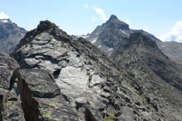 La cima Giansana a sx con il palo di legno