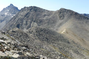 Cresta Arolley, sullo sfondo la Giansana
