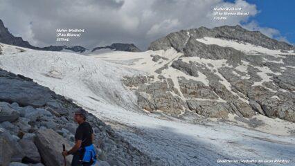 Brevissima vista sulla morena con panorama sul ghiacciaio.
