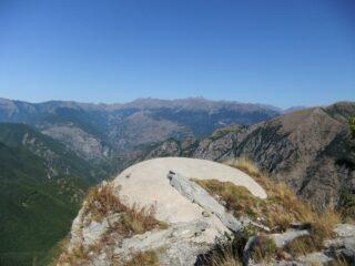 Dalla cima del Monte Lega verso le Marittime