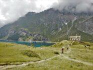 Alla cappella del lago di Cignana.