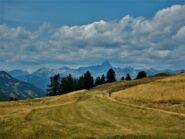 Rientro con sullo sfondo il Pic de Rochebrune.