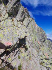 le corde di protezione sul passaggio in cresta