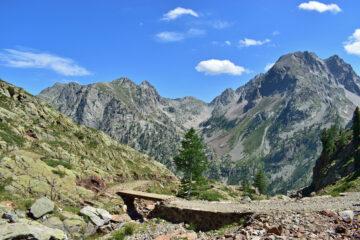 Scorci panoramici scendendo alla piana del Valasco