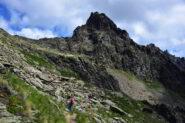 Salendo verso il Col de la Crosatie - Sullo sfondo la Becca Taillà (m 2994)