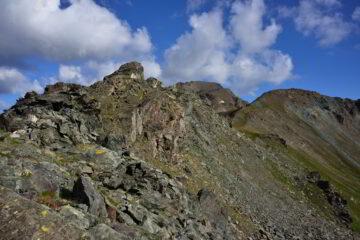 Dal Colle Saint Marcel, il primo tratto della cresta che è aggirabile passando in basso a dx
