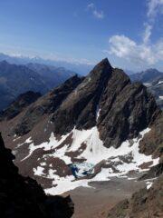 La slanciata sagoma della Becca Bovet..dalla Cresta Ovest all'Aig. Rouge des Lacs..