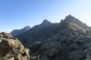 la lunga cresta da seguire per raggiungere la Garin al centro, a sinistra l'Emilius