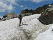 tratto con neve gradinato sul sentiero