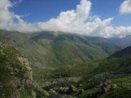 Volgendo lo sguardo verso valle