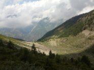sguardo in basso verso gli alpeggi di Fouillou e Arpisson.