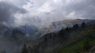 Tra le nuvole i dolci pendii al confine con la Val Grana