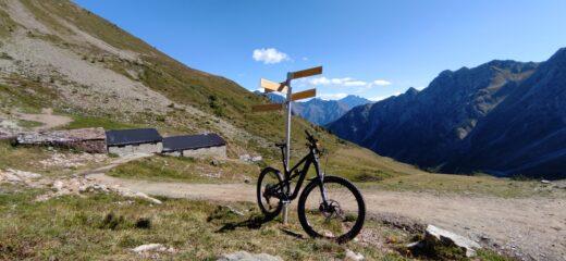 Tza de Flassin ed inizio sentiero per il col Vertosan