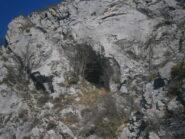 la grotta sotto la cima
