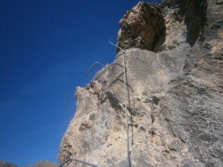 gli scalini e il cavo per salire sul Briccas