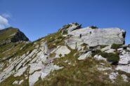 Prime rocce della cresta per l'antecima 2299