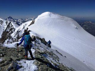 Discesa delicata dalla Burnaby con tratti in ghiaccio. Osservando il panettone sommitale del Bishorn.