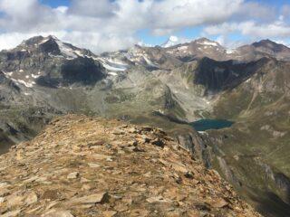 La cresta, l'Arbola e lago Sruer
