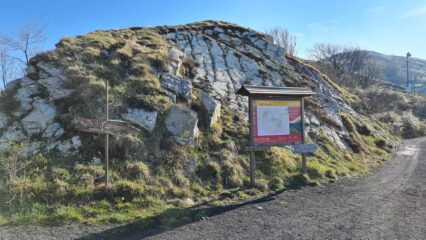 il Passo dell'Incisa, toccato anche dalla strada, al bivio per Pareto e Alpe