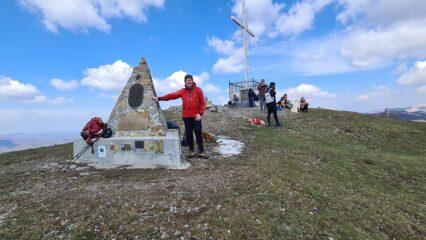 in vetta al Monte Antola