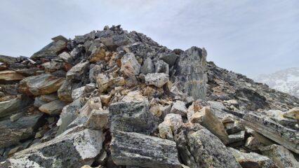 il terreno di salita, parte finale della cresta NO alla Violetta