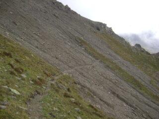 traverso nella parte alta del canale sotto il colletto per la cresta del Monte Rosso