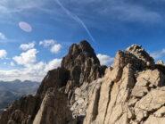 Vista sulla Rocca la Meja dall'uscita della via
