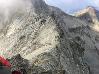 A sinistra l'attacco della parte alpinistica alle placche