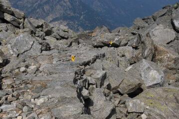 Il sentiero AV1 che scende dal Colle della Vecchia: oggi impossibile perdersi