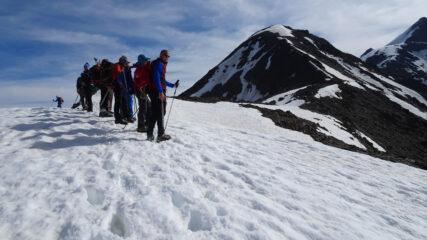 salendo lungo la cresta SO del Monte Pasquale, a quota 3400 m