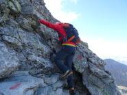 Il tratto roccioso che sale verso i camini.
