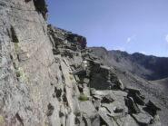 cengia rocciosa su lato Nivolèt verso la quota 3147. Si può anche passare in cresta.