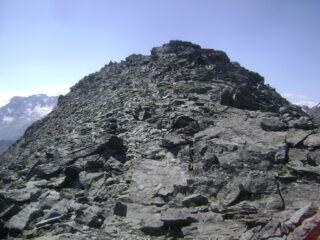 verso Punta Bes, la traccia resta a sinistra sotto la cresta per evitare qualche salto di roccia