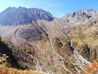 scendendo a Prati del Valloni ,vista su cime Las Blancias e Vallonetto