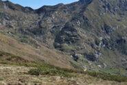 L'Alpe di Druer ed il vallone dove corre il sentiero di discesa dalla Punta Cressa. Sullo sfondo il Colle della Lace