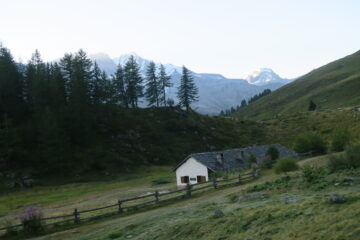 la casa di Orvieille con vista sul Granpa e Ciarforon
