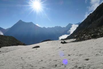 vista sulla Grivola dalla conca con i nevai