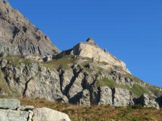 La Rocca vista dal posteggio lato diga