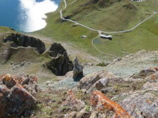 Dalla cima, a picco su Lago e Alpe Agnel