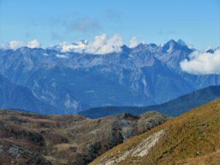 Vista verso Gran Paradiso e Emilius, dai prati sotto la cima
