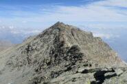 la cresta che porta alla cima principale